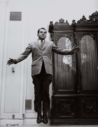Nixon, Levitating