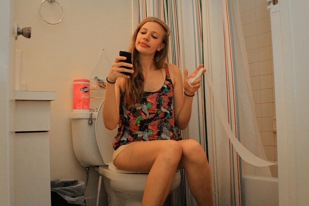 bathroom-blonde-teen-butt